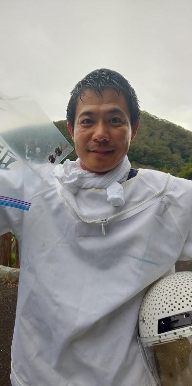 ツマアカスズメバチVespa velutina.6.加藤英明.静岡大学.jpg